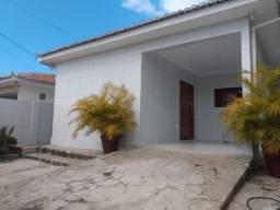 Casa c/ 03 quartos, sendo 02 suítes, projetada no José Américo p/ alugar