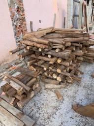Lenha, tocos de eucaliptos e sobras de madeiras(eucaliptos e compensados)