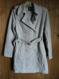 Casaquinho Atmosphere® rosé estilo trench coat com renda. Veste P/M