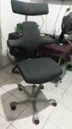 Vendo cadeira de escritório ergométrica da marca hag capisco nº 8127 seminova. R$600 reais