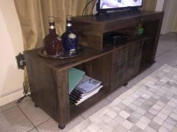 Rack de TV com porta e prateleiras