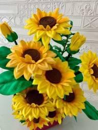 Arranjos artesanais maravilhosos de flores em EVA