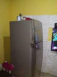 Vendo uma geladeira fucionando perfeitamente