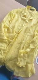 Camisa amarela bem levinha.