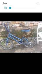 Vendo uma bicicleta azul por 300 se eu for entregar e 250 pra vim buscar no local