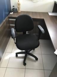 Cadeira com rodas e apoio