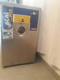 Máquina Alphagel e balcão refrigerado