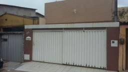 Linda Casa no Montese, toda projetada medindo 6,00m X 33,00m com 5 quartos sendo 4 suítes