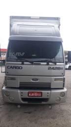 Ford Cargo 2428 2011 no baú - 2011