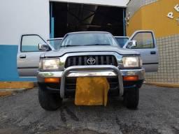 Toyota Hilux 3.0 2005 4x4 - A melhor Hilux já fabricada. Grátis 04 pneus novos - 2005