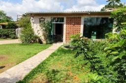 Linda casa com 2 dormitórios, garagem, destinada a quem procura por segurança