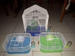 Duas gaiolas Azuis de hamster ambas têm roda e bebedouro, vêm com a bola e a serragem.