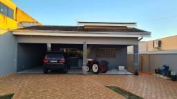 Título do anúncio: Casa espaçosa, com 3 dormitórios, em Álvares Machado- SP.