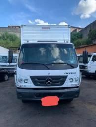 Caminhão Mercedes Accelo 1016