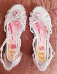 Semi Novo - Sapato Saltinho Princesas Tamanho 31 R$ 16