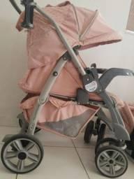 Carrinho de passeio com bebê conforto e base