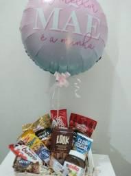 Balão Bublle decorado e cestas de presente