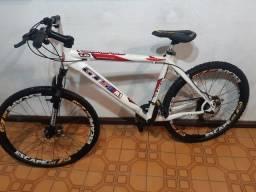 Confira ! Bicicleta  aro 26 /  21 marchas / alumínio