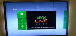 Microsoft Xbox 360 + Kinect Slim 4GB Standard cor matte black Destravado com acessórios
