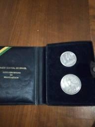 Moedas comemorativa estojo em couro +2 Moedas de prata.