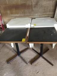 Cadeiras e mesas de pvc e madeira