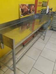 Mesas para cortes de frango assado