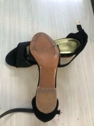 Sandália tamanho 33
