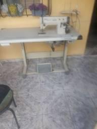 Máquina de costura reta três pontos