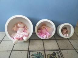 3 nichos redondos de parede infantil com bonecas