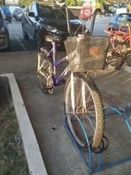 Bicicleta feminina com marcha
