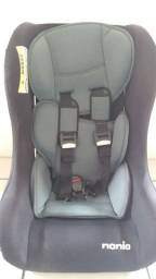 Cadeira de automóvel para bebê.