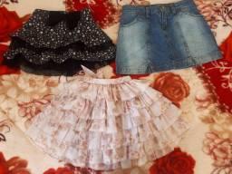 Três saias infantis em perfeito estado