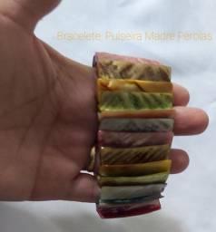 Vende-se Pulseira,  Bracelete de Madre Pérolas Coloridos.