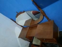 Penteadeira de  madeira com banco