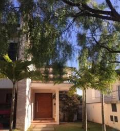 Casa em Condomínio em Valinhos, próxima ao Shopping Valinhos, ao Colégio Porto Seguro.