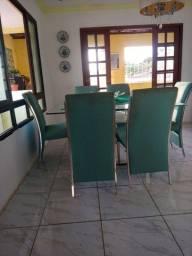 Uma mesa e seis cadeira