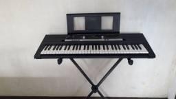 Teclado Yamaha e243 (  fonte, tripé, caixa original, capa, manual)