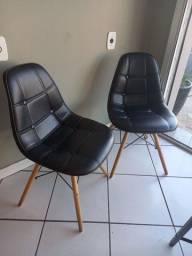 Vendo 2 cadeiras charles eames estofada preta