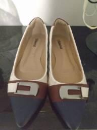 Vendo par de sapatilha de couro.