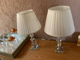 Vendo 2 abajour base de cristal e cúpula de seda (55cm) semi novos .
