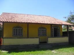 Código 256: Casa 2 quartos , sala, cozinha , área externa, varanda, quintal