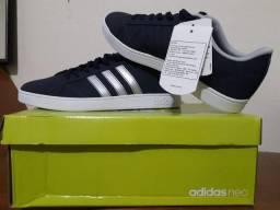 Tênis Adidas - Azul Marinho com Listras Pratas