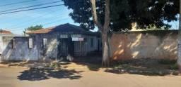 Casa Térrea em Amplo terreno de esquina no bairro Guanandi
