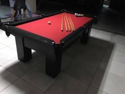 Mesa com 4 Pés | Mesa Preta | Tecido Vermelho | Borda Preta | Modelo: QGFL8961