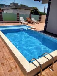Linda casa com piscina em Bombinhas para temporada