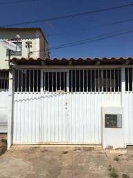 Aluga-se Linda kit, individual ,1 quarto, 500,00 R$ com vaga de garagem