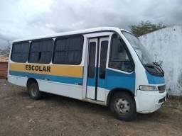 *Vendo microônibus*