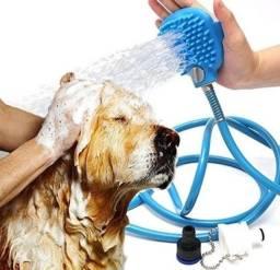Mangueira com ducha e escova para banho de cães e gatos