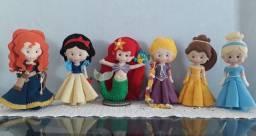 Boneca em feltro  700,00 o kit com 6 princesas, parcelo 2x no cartão.
