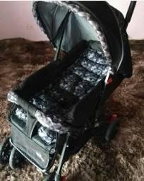 Carrinho de bebê preto